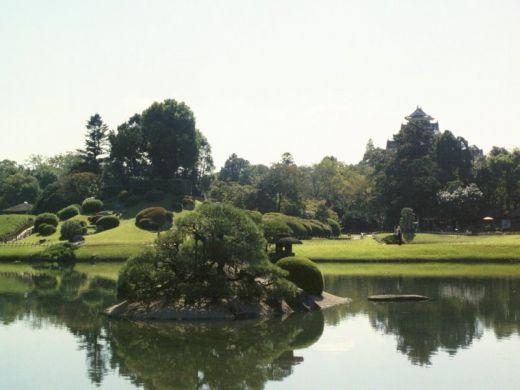 Bassin aquatique du jardin japonais de korakuen ou koraku en est situ okayama - Bassin jardin japonais ...